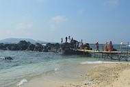 Cụ Ông 81 tuổi làm cây cầu du lịch ở đảo Bé- Lý Sơn