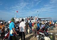 Dịp giỗ tổ Hùng Vương Lý Sơn cháy vé tàu ra đảo