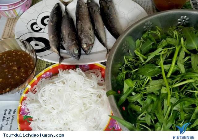 Cá ngừ cuốn rau muống món ăn hút khách trên Đảo Lý Sơn