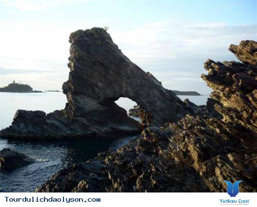 Ghềnh đá Bàn Than- Đảo Lý Sơn - Ảnh 2