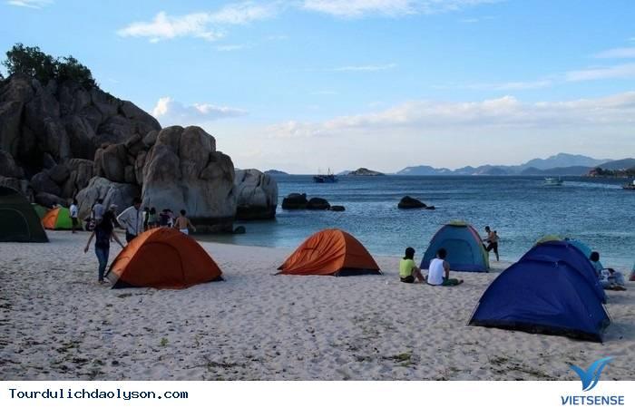 Một ngày cắm trại trên biển đảo Lý Sơn