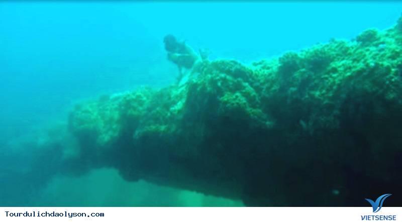 Ngỡ ngàng trước kỳ quan cổng Tò Vò dưới nước khi tới Lý Sơn