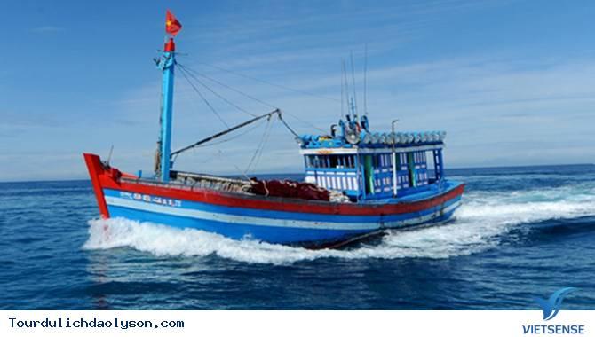 Ngư dân Lý Sơn ra khơi bám biển
