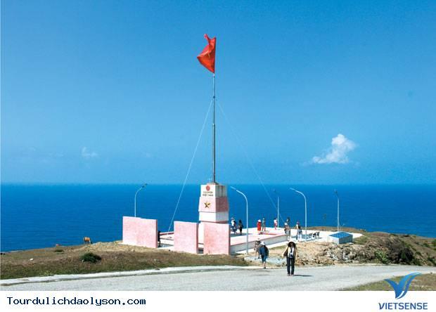 Cột cờ trên đỉnh thới lới đảo lý sơn